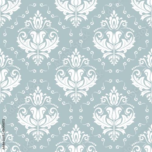 klasyczny-bez-szwu-wektor-wzor-damask-orient-jasnoniebieski-i-bialy-ornament-klasyczne-tlo