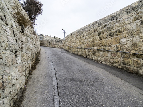 Fotografía Jerusalem, Israel - walking in the street coming down from the Mount of Olives