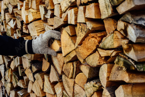 Foto op Canvas Brandhout textuur Man hand taking firewood