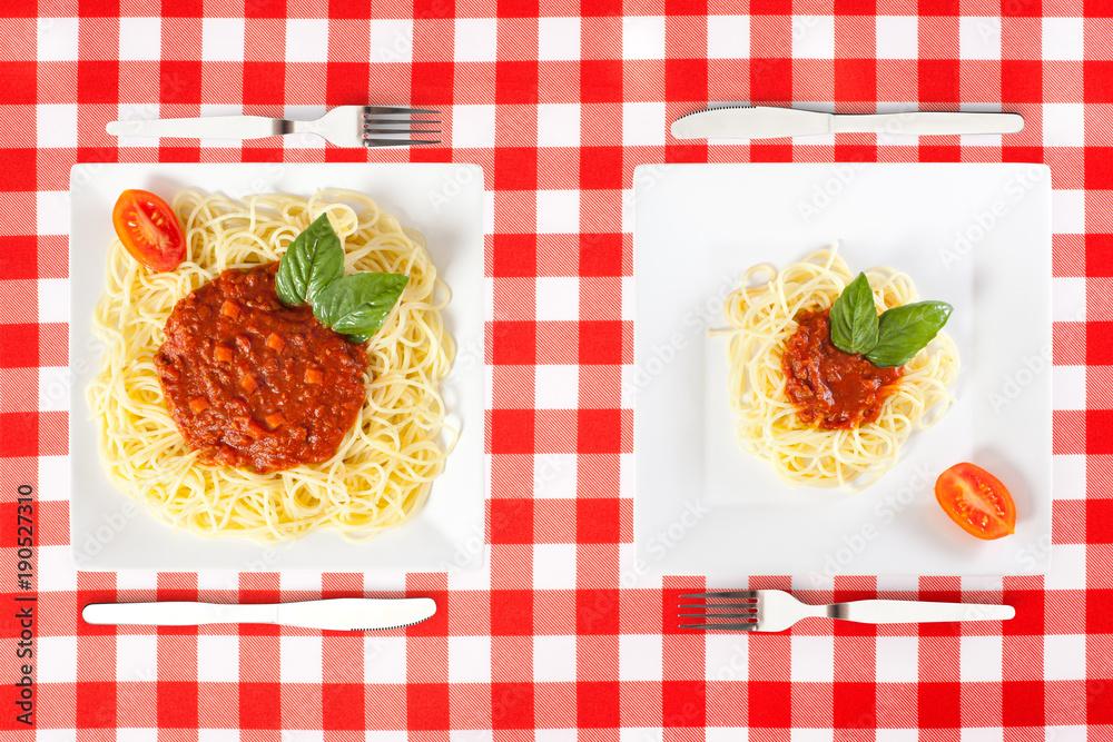 Obraz Contrasting large and tiny food portions of Spaghetti fototapeta, plakat