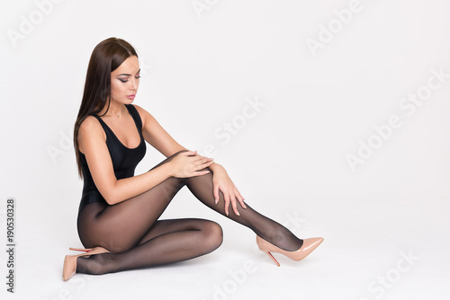 Sexy brunette woman sitting on a floor Billede på lærred