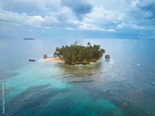 Deurstickers Tropical strand Small private island