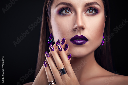 Staande foto Manicure Beautiful woman with perfect make-up and manicure wearing jewellery