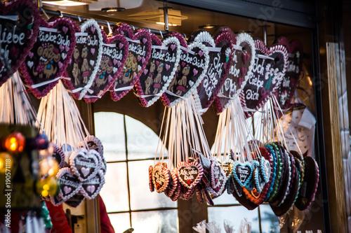 Foto  Lebkuchenherzen auf Weihnachtsmarkt