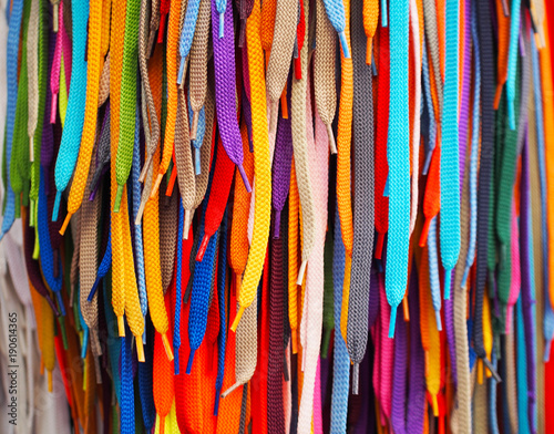 Fotografía  Colored bright shoelaces hang in the store