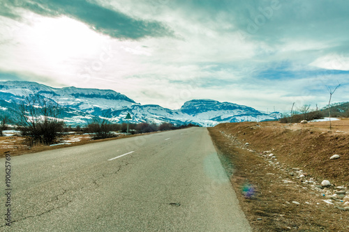 Foto op Aluminium Arctica Empty Road to the great mountain with snowy peak.