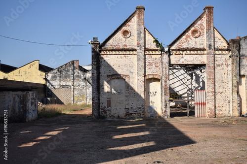 Papiers peints Les vieux bâtiments abandonnés Indústria de tecidos abandonada
