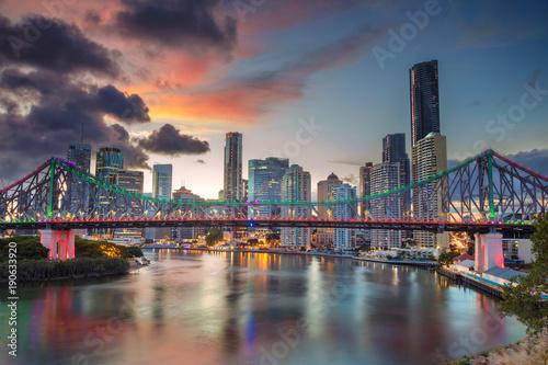 Poster Océanie Brisbane. Cityscape image of Brisbane skyline, Australia with Story Bridge during dramatic sunset.