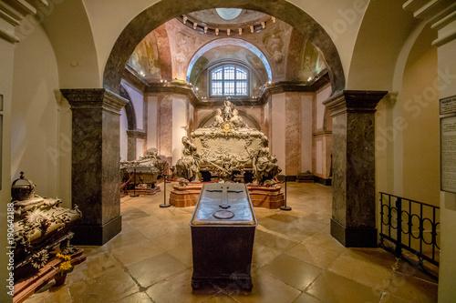 Die Kaisergruft, auch Kapuzinergruft genannt, ist eine Begräbnisstätte der Habsburger in Wien.