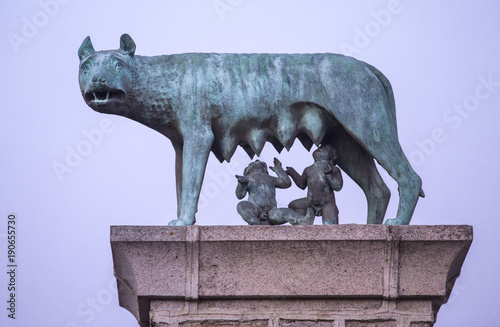 Obraz na plátne She-wolf with Romulus and Remus