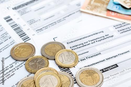 Fotografía  Money on the German tax form.