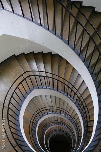 perspektywa-schodow-spiralnych