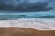 Spiaggia e mare di Campana Dune all'alba con temporale all'orizzonte