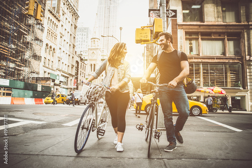 couple of new yorkers on their bikes - 190771711