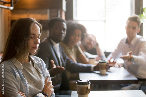 Canvas Print Multiracial friends trying to make peace with insulted girl offended after bad j