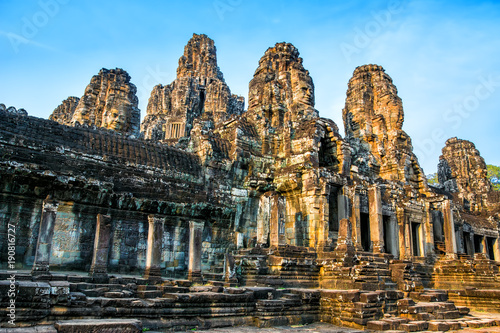Photo  Beautiful Bayon temple in Angkor Thom on the sunset