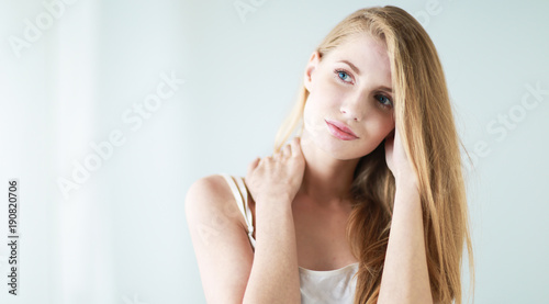 Photo  Portrait of beautiful model in hat ,isolated on white background