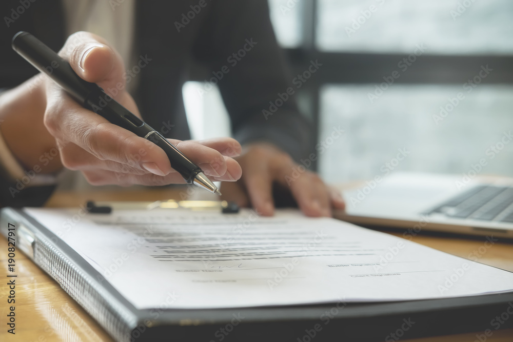 Photo  Close up business man reaching out sheet with contract agreement proposing to sign