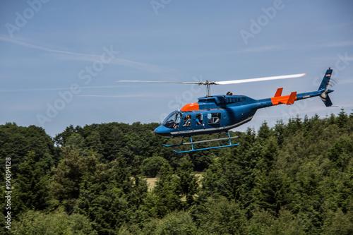 Poster Helicopter Hubschrauber am strahlend blauen Himmel