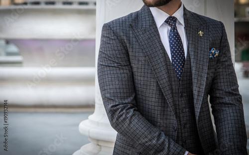 Tablou Canvas Suited man posing