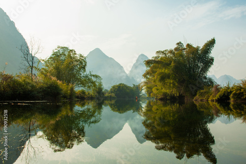 Poster Reflexion Amazing natural landscape. Beautiful karst mountains reflected in the water of Yulong river, in Yangshuo, Guangxi province, China.