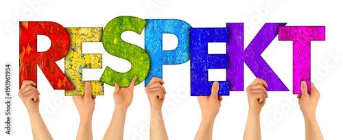 Fotografie, Obraz Menschen halten bunte Buchstaben  aus Holz hoch die das Wort Respekt formen isol