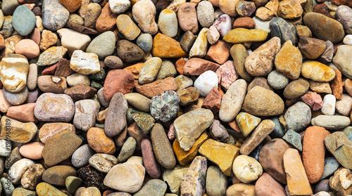 tlo-z-kamieniami-rzeki