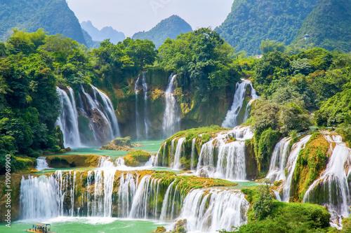 Staande foto Watervallen waterfall