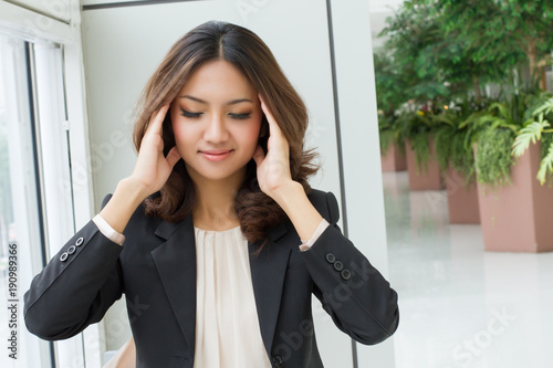 Stampa su Tela  sick headache woman massaging her head, pain relief