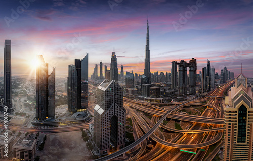 Türaufkleber Dubai Sonnenaufgang über dem Zentrum von Dubai, Vereinigte Emirate