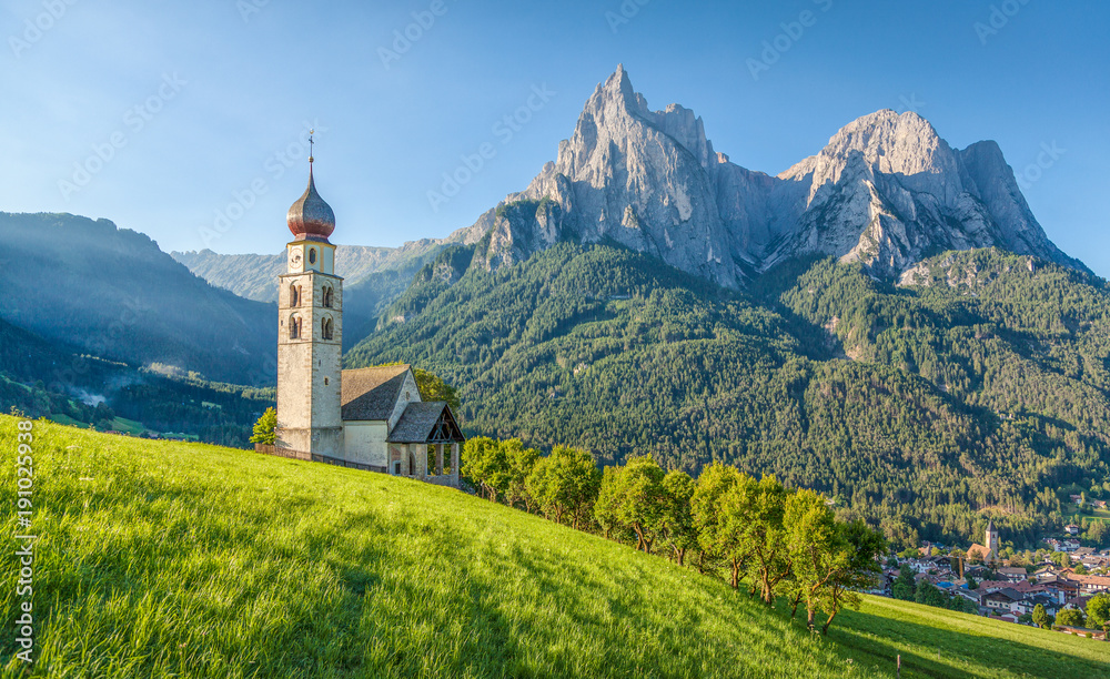 Fototapety, obrazy: Alpine scenery with church in the Dolomites, Seis am Schlern, South Tyrol, Italy