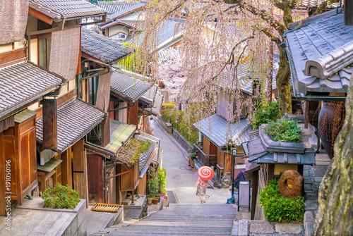 Poster Japan Old town Kyoto, the Higashiyama District during sakura season