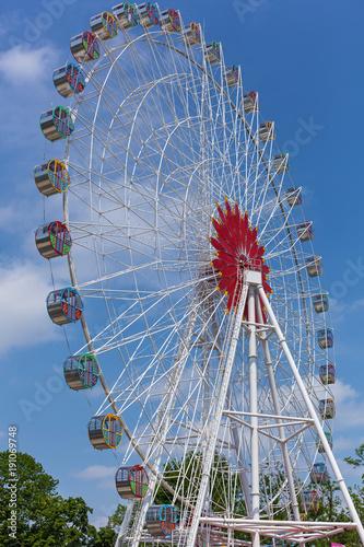 Papiers peints Attraction parc Ferris wheel against the sky. Ferris wheel.