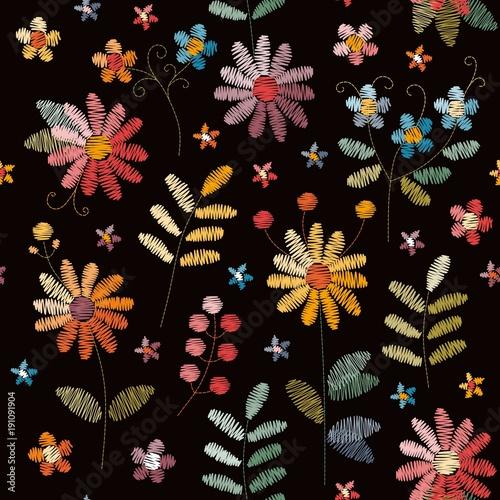 hafciarski-bezszwowy-wzor-z-pieknymi-kolorowymi-kwiatami-i-liscmi-na-czarnym