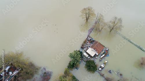 Cuadros en Lienzo Maisons inondées à Triel sur Seine, dans les Yvelines