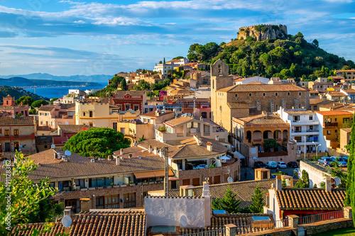 Begur Old Town and Castle, Costa Brava, Catalonia, Spain Fototapete