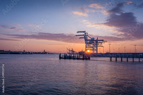 Fotografia, Obraz  Port of Oakland Shipping Crane Sunset