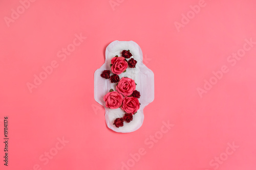 Stampa su Tela  White sanitary pad with red and pink flowers on it, woman health or body positive concept