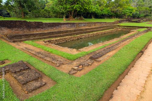 Zdjęcie XXL Krajobraz ruiny Królewscy ogródy i baseny, lew skała Sigiriya, przyciągania Sri Lanka