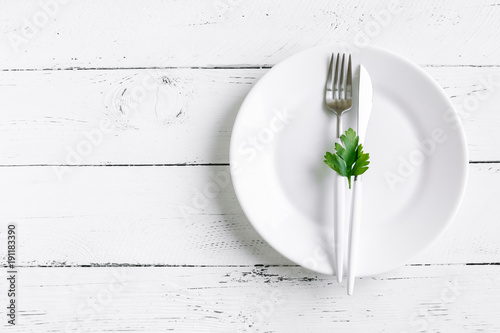 Table setting with green leaf