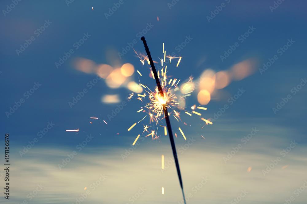 Fototapeta brennende Wunderkerze am See