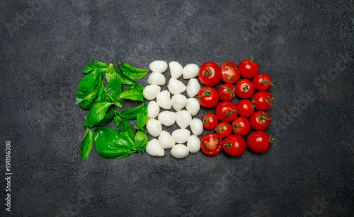 Fotomural Italian flag made of mozzarella cheese, basil and tomatoes