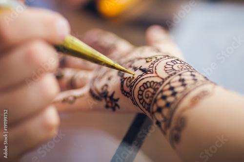 Vászonkép a picture of a mehendi on the arm