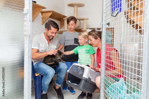 Photo Family adopting cat from animal shelter taking her home