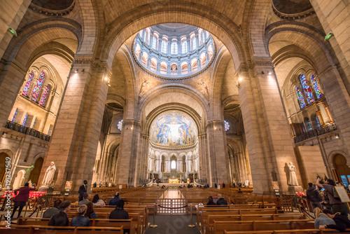 Photo sur Toile Edifice religieux Innenaufnahme der Kirche Sacré-Cœur de Montmartre in Paris, Frankreich