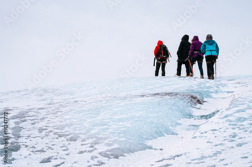Fotobehang Alpinisme mountaineers hiking a glacier