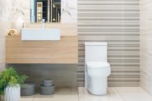 Modern Spacious Bathroom With ...
