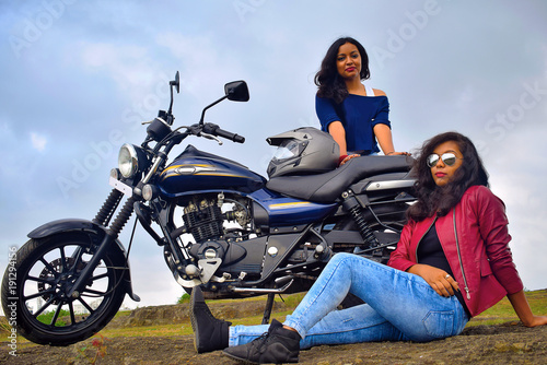 Fotografía Young Indian girls posing on motorcycle, Pune