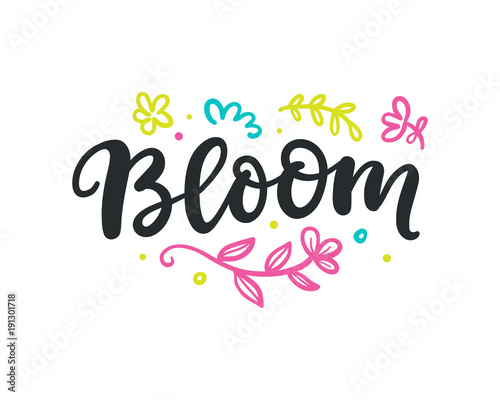 napis-bloom-z-motywami-roslinnymi
