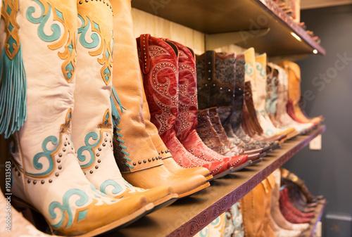 Fotografia, Obraz Cowboys boots on a shelf in a store, aligned